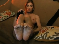 Pretty TS Jasmine Jewels posing her sexy feet