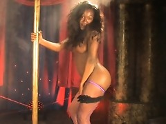 Irresistible chocolate beauty China pole dancing