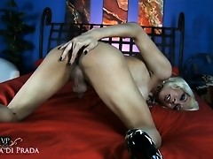 Sexy Victoria di Prada fingering her tight wet asshole