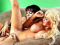 Horny TS Foxxy Having Fun With Sweet Kimber